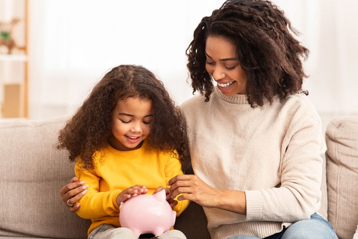 daughter and mom with piggy bank